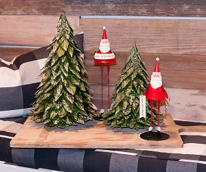 "9"" & 12""  Tabletop Santas w/Banners -Set/2 (Matte Red)"