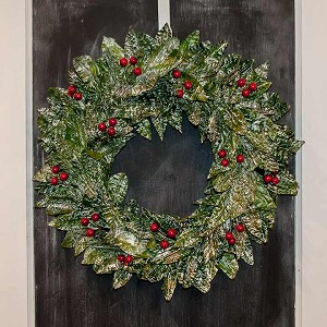 "22"" White Wash Wreath w/Red Berries (Green/White/Red)"